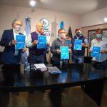 conferencia de prensa para el inversión para la reconstrucción de las viviendas